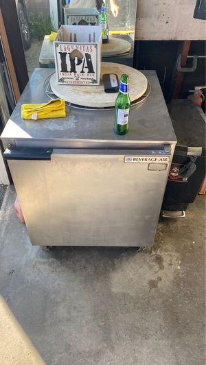 Beverage air. Commercial refrigerator for Sale in Los Angeles, CA