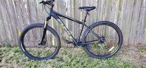 Fuji Nevada 27.5 mountain bike for Sale in Kissimmee, FL