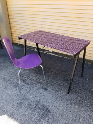 """Purple Leopard Glass Top Desk and Matching Chair that's in great condition! Dimensions: 45""""L x 23""""D x 29""""H for Sale in Boca Raton, FL"""