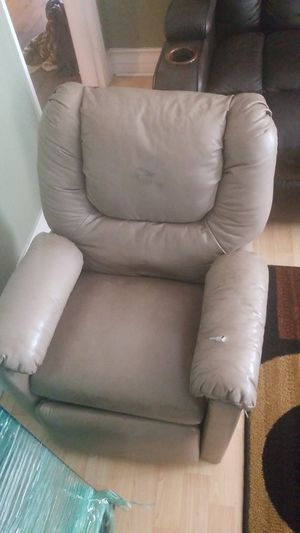Kids Reclining chair for Sale in Moreno Valley, CA