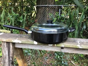 """Bialetti Italy 11"""" Non Stick Skillet Frying Pan with Lid for Sale in Tampa, FL"""