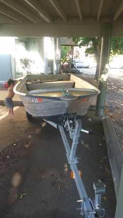 Sturdy aluminum boat with Dependable motor for Sale in Tacoma,  WA