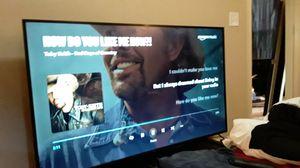 65 in UHD SMART TV W/BUILT in ROKU for Sale in Nederland, TX