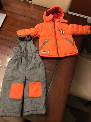 New Kids snow clothes set , boy or girl, bib, jacket gloves and boots for Sale in Cerritos, CA