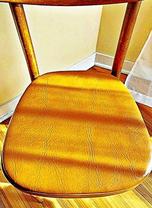 Wooden Shelby Williams Industries MCM chairs (4) with leather seat cushion. for Sale in Arvonia, VA