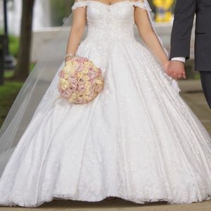 Wedding Dress for Sale in Dearborn, MI