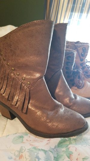 LITTLE GIRLS JUSTICE AND STEVIE BOOTS SIZE 1 for Sale in McLeansville, NC