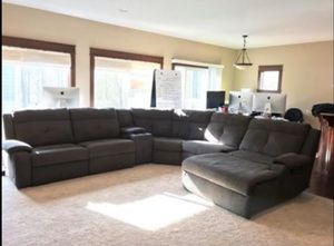 Excellent Cloth Sectional for Sale in Renton, WA