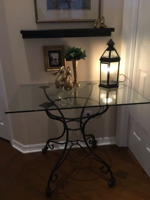 Small kitchen or accent table for Sale in Palm Shores, FL