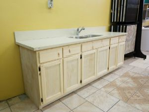 Kitchen cabinet 7 feet for Sale in Vernon, CA