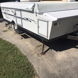 2005 pop-up camper $4000 obo very clean Everything is electric so real easy to set up no hand crank camper is in very good condition especially the for Sale in Slidell, LA