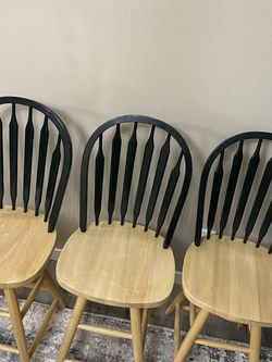 3 Barstool Swivel good excellent conditions for Sale in Maple Valley,  WA