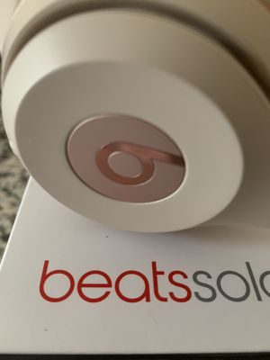 Beats solo 3 gold excellent reconditioned for Sale in Cleveland, OH