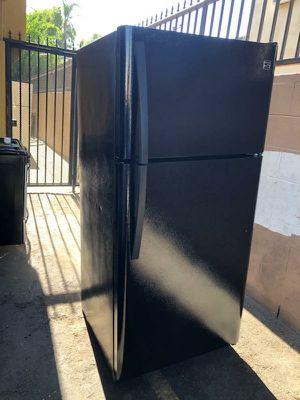 Refrigerador kenmore en buenas condiciones enfria bien con 2 meses de garantia delivery disponible for Sale in Los Angeles, CA