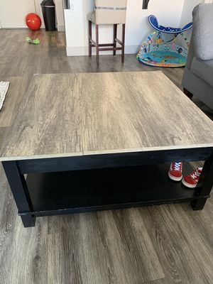 Coffee table for Sale in Chandler, AZ