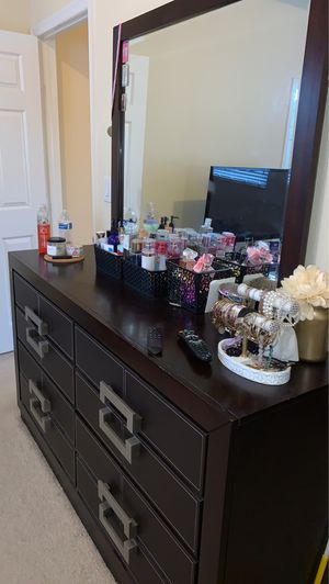Dresser and mirror for Sale in Homestead, FL