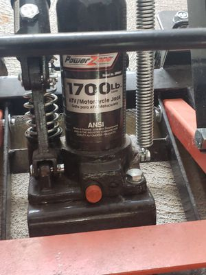 Power zone 1700lbs bike jack like new only used 1 time for Sale in Akron, OH