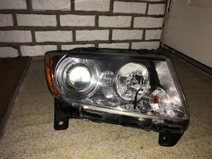 11-13 grand Cherokee rh headlight for Sale in Hamtramck, MI