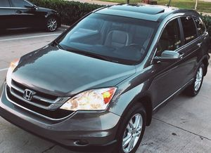 SELLING HONDA CRV 2010 2.4 LITER AUTOMATIC 4 DOORS for Sale in Fayetteville, NC