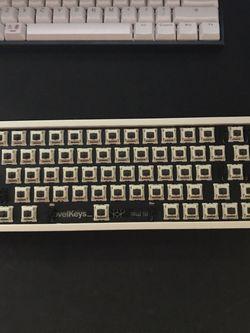 Nk65 Ee Beige for Sale in Bellevue,  WA