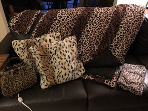 Leopard print twin bed set with pillows and night light for Sale in Apollo, PA