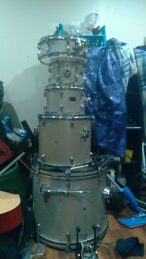 Full Drum set brand center stage for Sale in Los Angeles, CA