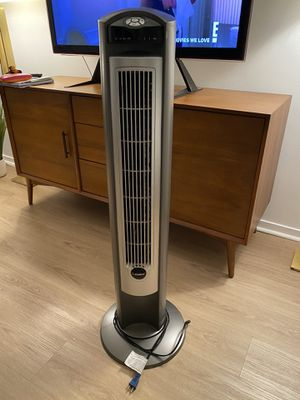 Lasko 42in oscillating ionizing tower fan for Sale in New York, NY