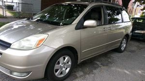2004 Toyota Sienna XLE for Sale in Stickney, IL