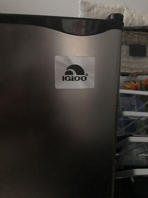 Igloo mini fridge for Sale in Pompano Beach, FL