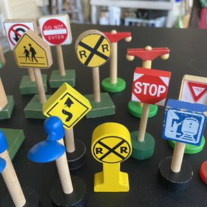 Lot of 21 Wooden & plastic Traffic Street Signs Used with many types of train sets - Do Not Enter - Speed Limit 55 - One way - Bike Route - RR Crossin for Sale in Bradenton, FL