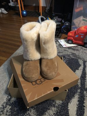 Size 7 Ladies UGG boots for Sale in Columbus, OH