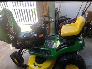 • John Deere E100 42 in. 17.5 HP Gas Automatic Lawn Tractor for Sale in Los Angeles, CA