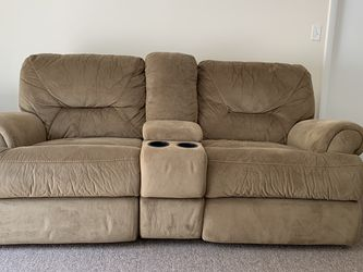 Electric Recliner Couch for Sale in Westborough,  MA