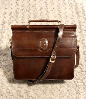 Rare! Vintage Retro 80's crossbody bag. Pristine condition! No signs of wear. Extremely well-kept! Excellent vintage condition. Lite khaki color sued for Sale in Washington, DC