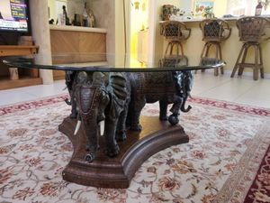 Baers coffee table for Sale in Boca Raton, FL