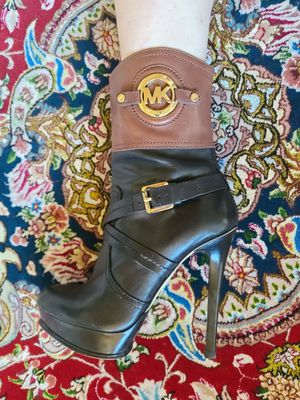 MICHAEL KORS LEATHER BOOTS for Sale in Kirkland, WA