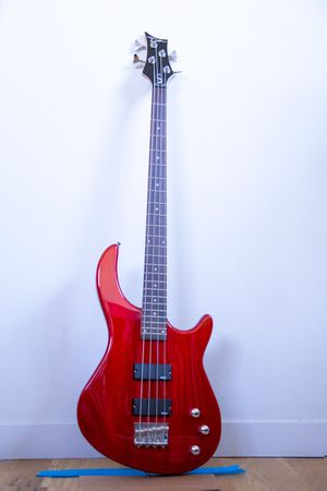 Dean Edge 1- 4 string Bass Guitar Trans red for Sale in Philadelphia, PA