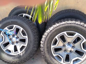 2017 jeep Rubicon wheels 5 rims and tires $550 for Sale in E RNCHO DMNGZ,  CA