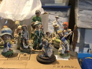 15 vantage hand painted ceramic figures the one that's by its self winds up and plays a song. for Sale in Edgewood, WA