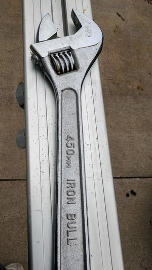 450mm iron bull crescent wrench for Sale in Warren, MI