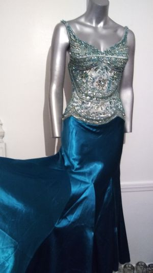 Old Hollywood Glamour Peacock Green Beaded / Satin dress for Sale in Whittier, CA
