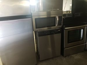 Whirlpool stainless steel appliances for Sale in Kissimmee, FL