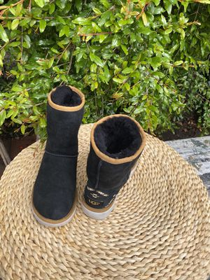 Ugg women's boots sz 6 for Sale in Compton, CA