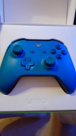Xbox 1 remote blue for Sale in Overgaard, AZ