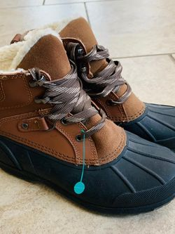 New Cat & Jack Snow Boots Size 2 for Sale in San Antonio,  TX