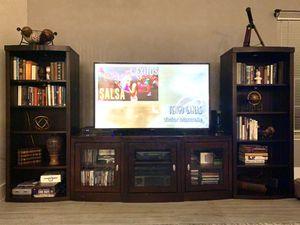 Entertainment Unit - TV Console w/ book shelves for Sale in Miramar, FL
