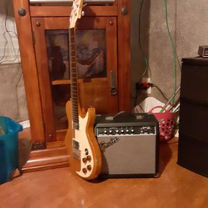 Antique Fender amp and electric guitar. for Sale in Fort Worth, TX