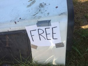 FREE Long bed camper shell. IN RANCHO CUCAMONGA for Sale in Rancho Cucamonga, CA