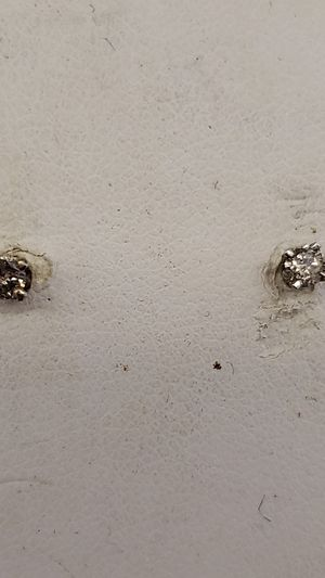 Diamond studs earrings. 10ctw for Sale in Cleveland, OH