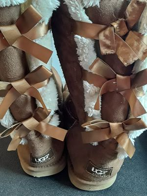 UGG Bailey bow IIl Chestnut Boots Size 11 for Sale in Peachtree Corners, GA